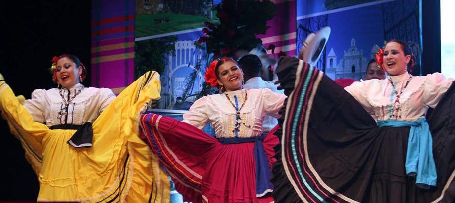 Bailerines de Oro Lenca en teletón.